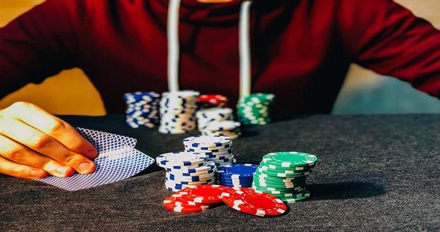 Kesalahan umum yang dilakukan orang saat bermain poker